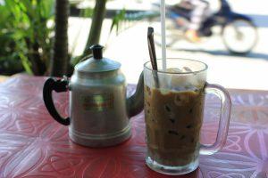 カフェにベトナムコーヒーを。
